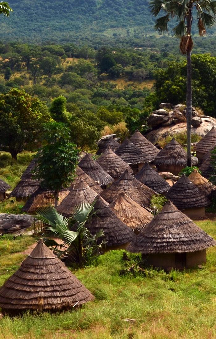 Viajes a África con Viajes Ikertanoa, todo el asesoramiento y la información necesaria para viajar independiente y diferente. Fotografía de Senegal, Países Bassari, Fula y Bedik.