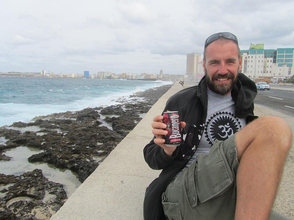 Cervezita en el Malecón