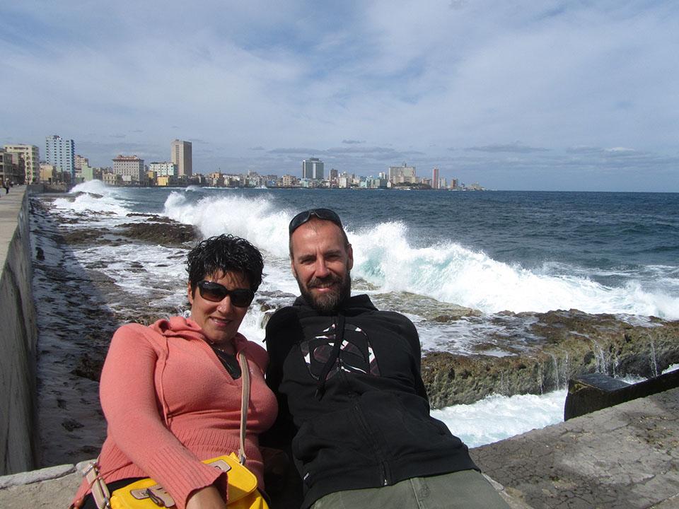 En el Malecón en La Habana
