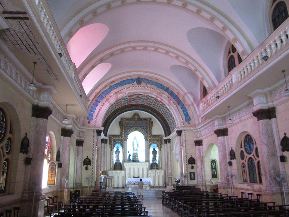 Interior de la Iglesia del Sagrado Corazón en La Habana