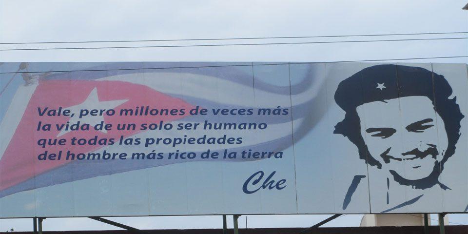Cartél en el hospital de La Habana