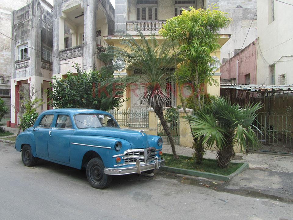 Coche clásico en el centro de La Habana