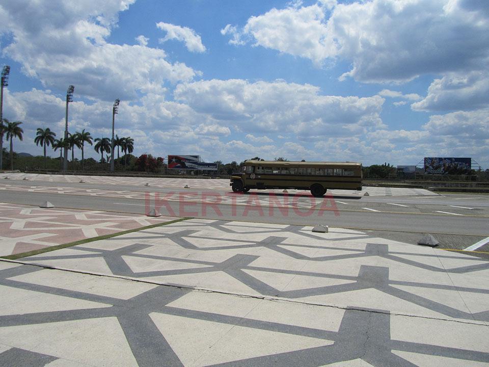 Plaza enfrente del monumento del Ché.