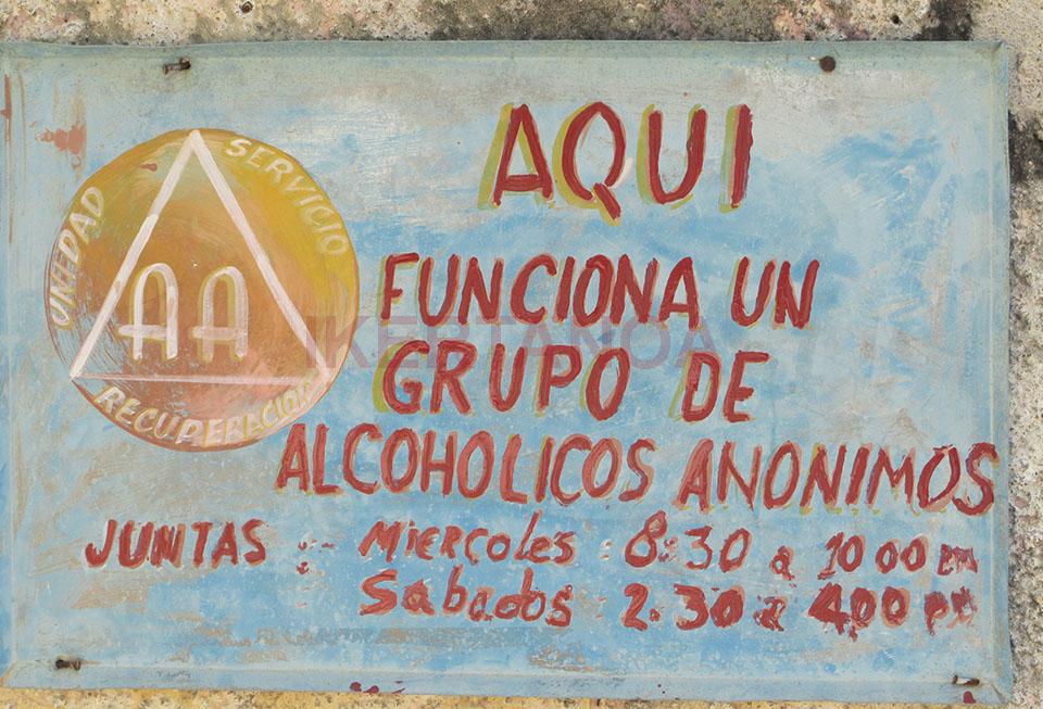 Cartel de alcohólicos anónimos en Cienfuegos