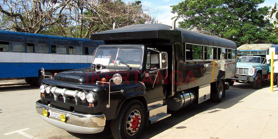 Camiones en Morón, Cuba - Viajes Ikertanoa