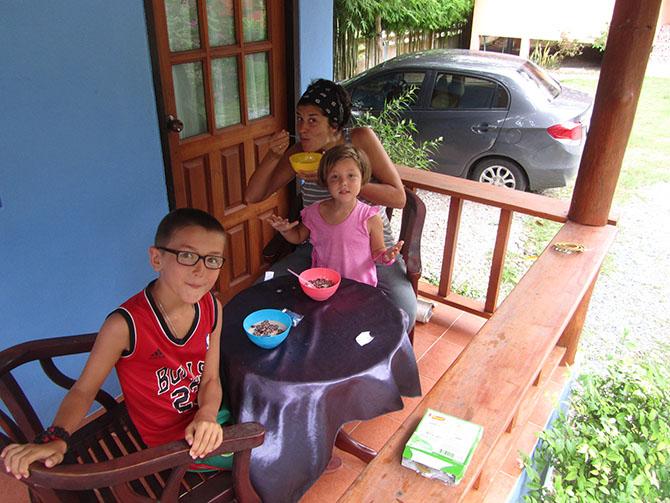 Desayuno en Suchada Villa en Surat Thani, Viajes a Tailandia con Viajes Ikertanoa