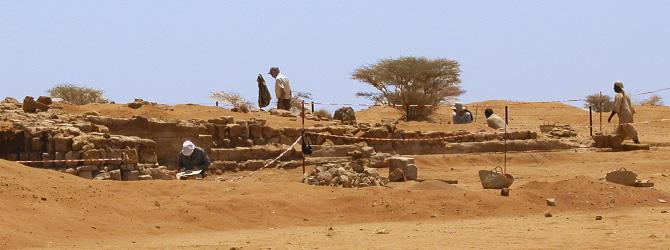 Viajes a Sudán con Viajes Ikertanoa. Arqueología de Sudán. Excavaciones arqueológicas en el Templo de Amon en Naga. Toda la información para viajar a Sudán.