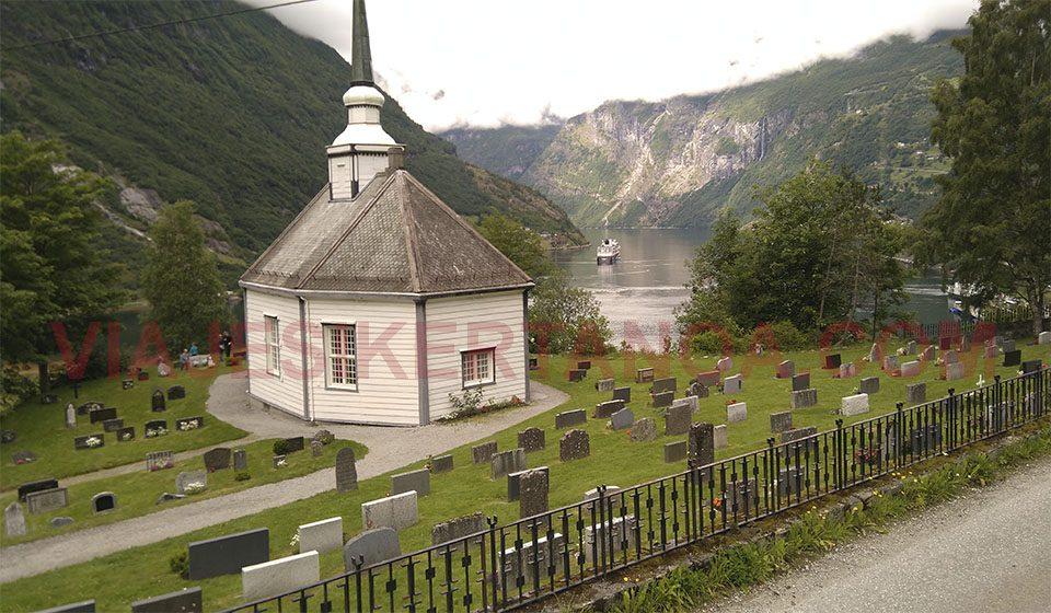 Fiordo Geiranger desde el mirador de Flydalsjuvet en Noruega.