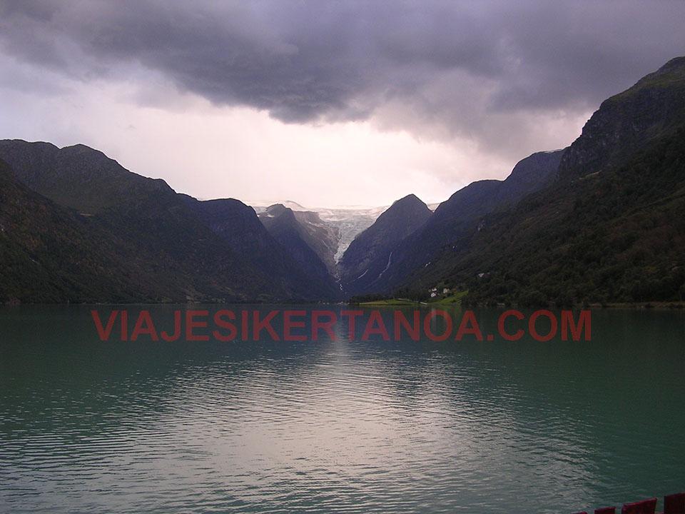 El valle glaciar del Briksdalsbreen en Noruega.