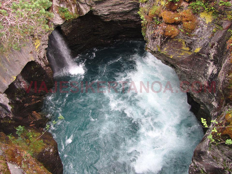 La fuerza del río Valldola en Gudbrandsjuvet en Noruega.
