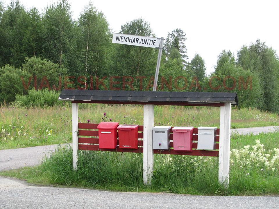 Buzones a la entrada de las casas en Suecia.