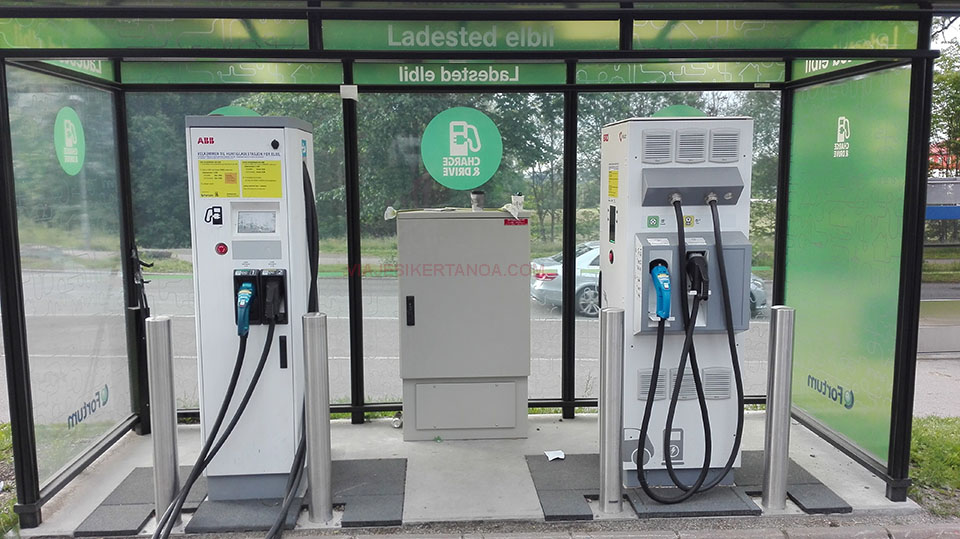 Gasolinera para coches eléctricos en Oslo, Noruega.