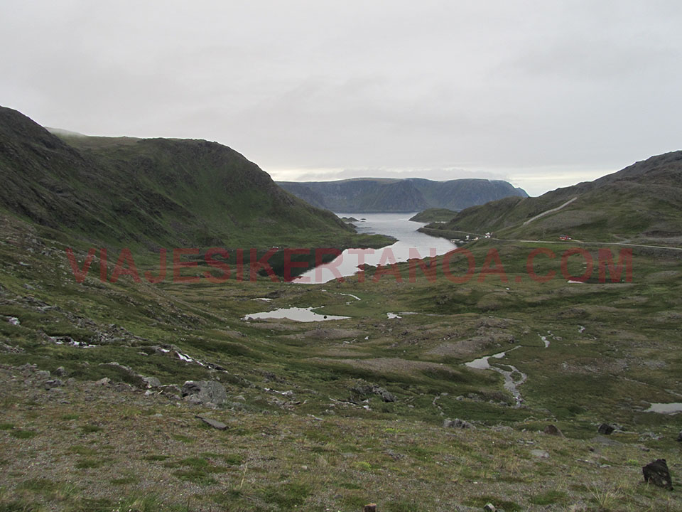 Carretera de Honningsvag a Cabo Norte en Noruega.
