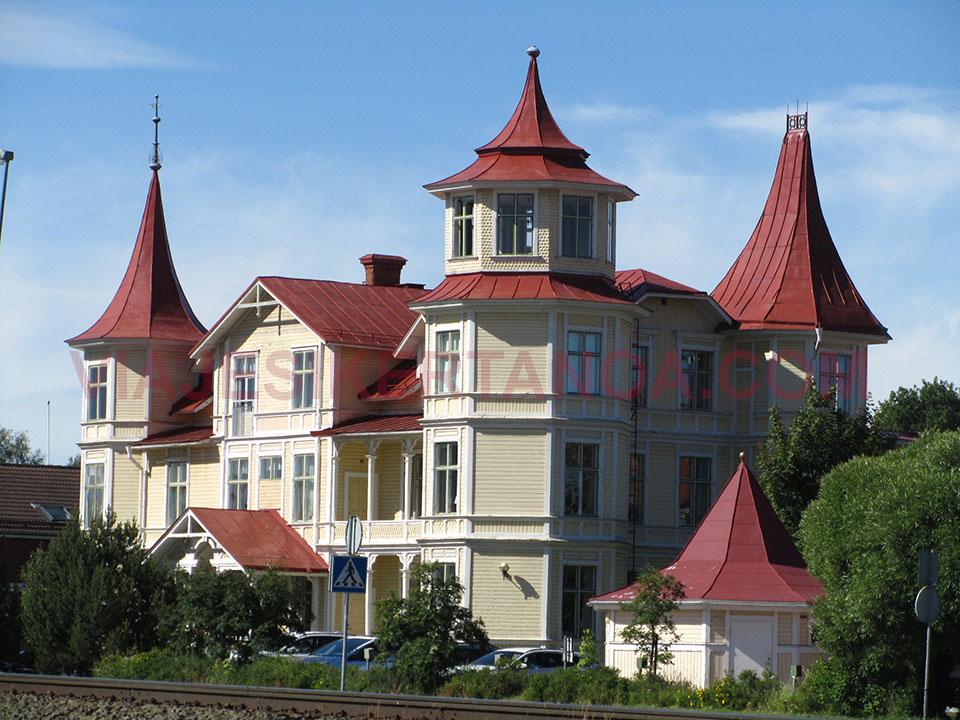 Casa señorial en el pueblo de Mora en Suecia.