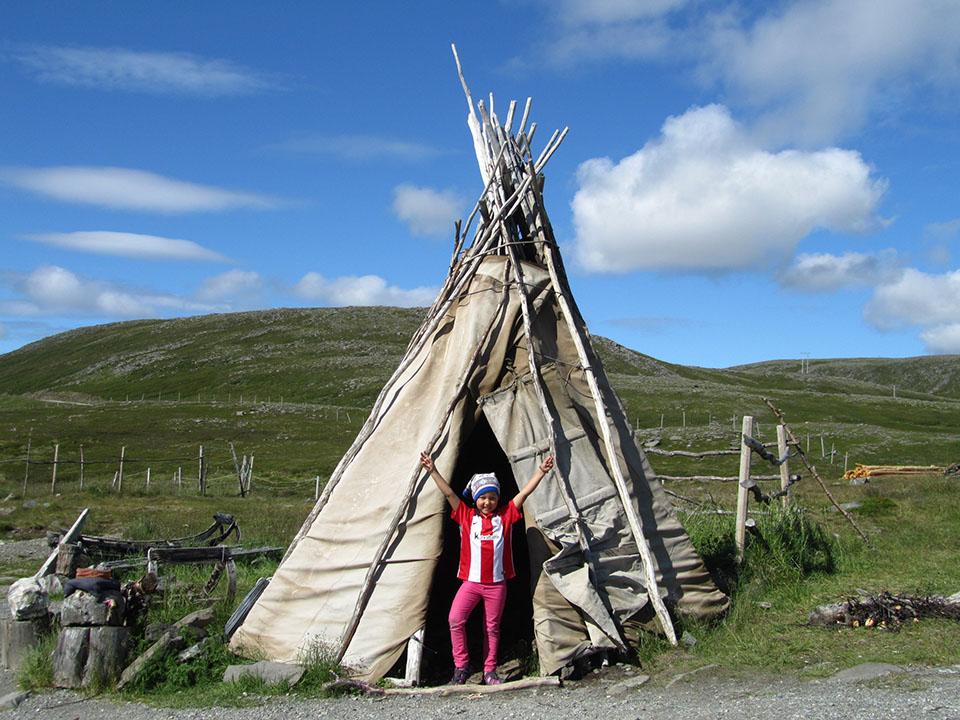 Casas tipicas de los lapones en noruega viajes ikertanoa for Casas en noruega