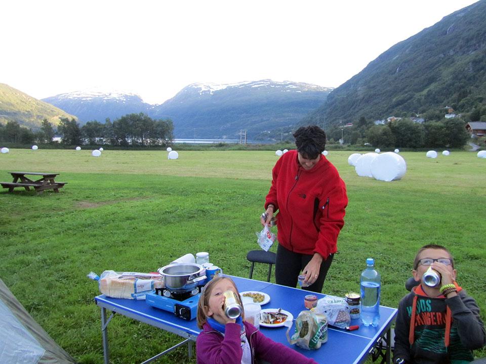 Cenando en el Seim Camping en Roldal, Noruega.