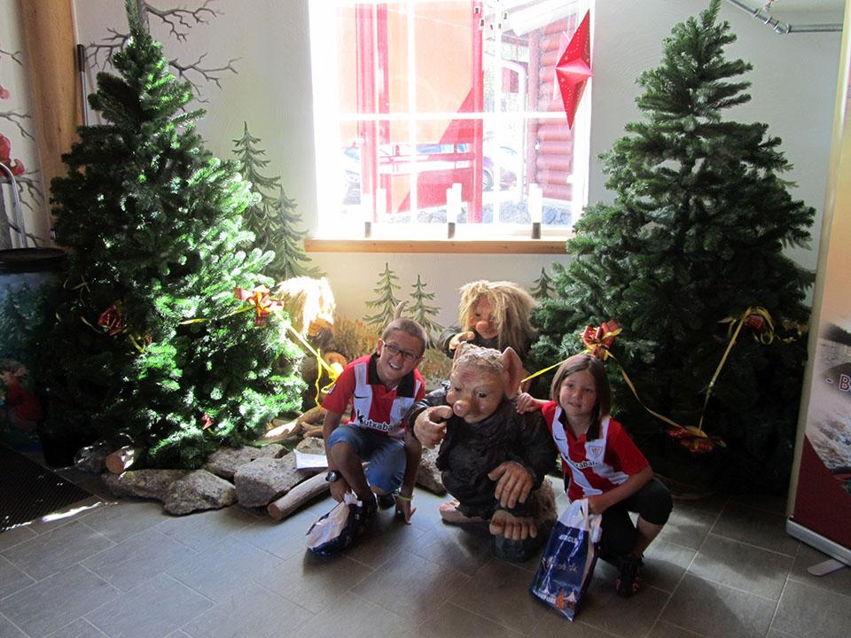 Con los elfos en la casa de Papa Noel en Rovaniemi, Finlandia.