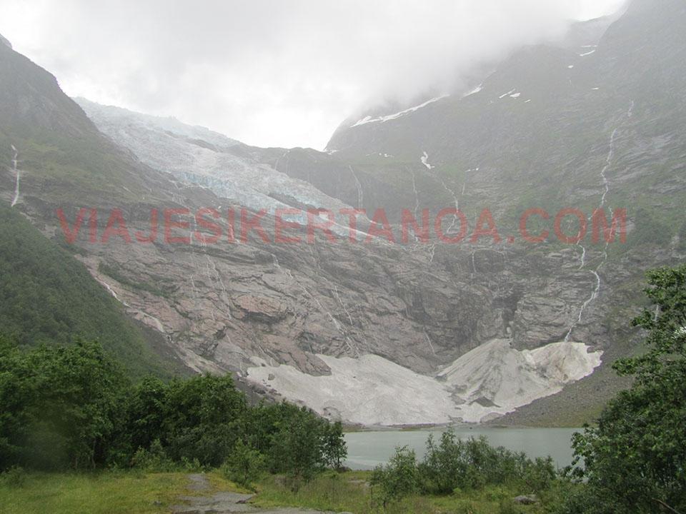 El glaciar Boyabreen, un brazo del glaciar Jostedalsbreen en Noruega.