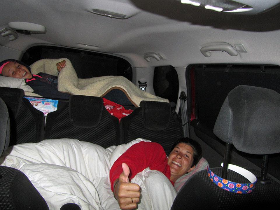 Durmiendo en el coche en Roros en Noruega.