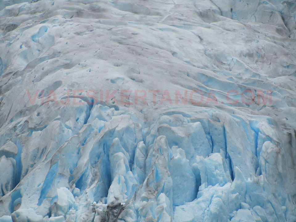 El color azulado del glaciar Nigardsbreen en Noruega.