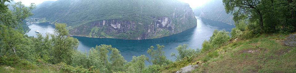 El fiordo Geiranger desde el mirador de Ornesvingen en Noruega.