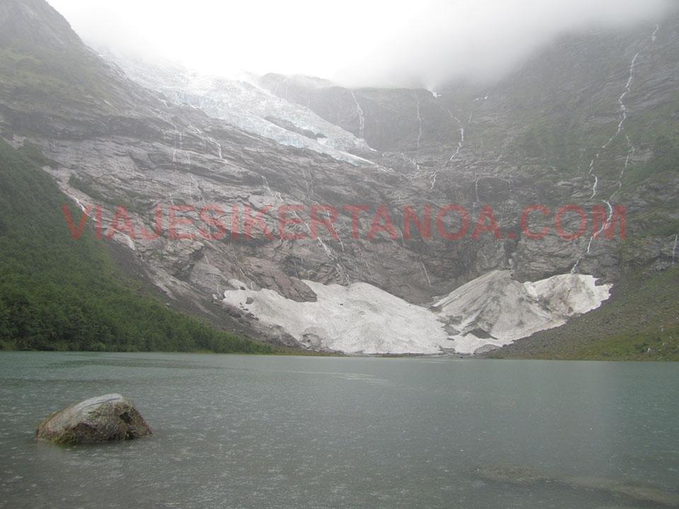 El glaciar Boyabreen, brazo del glaciar Jostedalsbreen en Noruega.