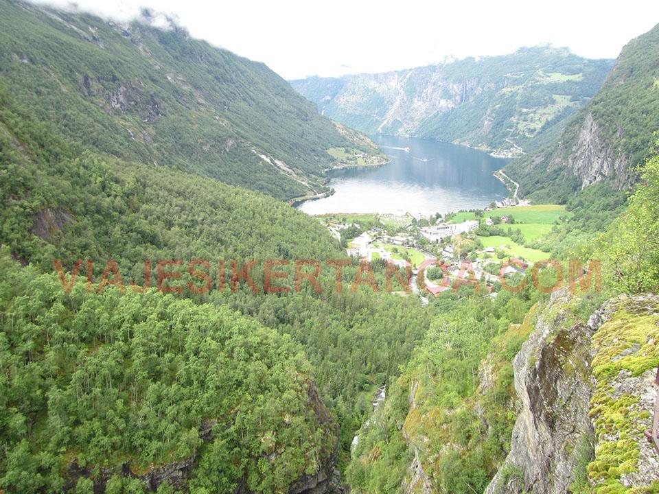 El mirador de Flydalsjuvet en el fiordo Geiranger en Noruega.