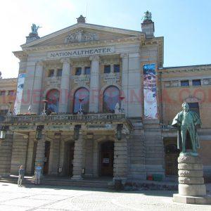 El Teatro Nacional en Oslo, Noruega.
