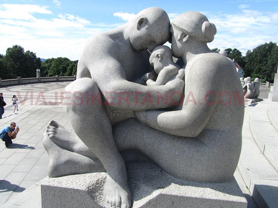 Esculturas en el parque Vigeland en Oslo, Noruega.