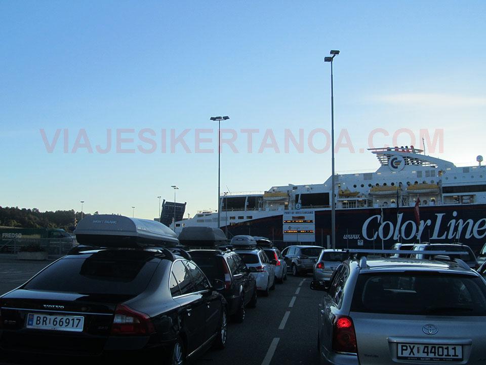 Esperando a montar en el ferry de Kristiansand a Hirtshals.