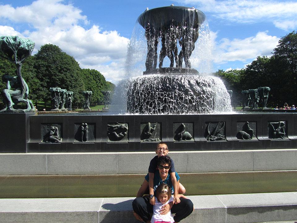 Fuente del parque Vigeland en Oslo, Noruega.