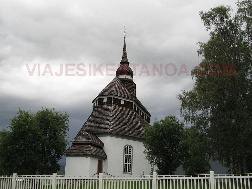Iglesias típicas de Noruega.