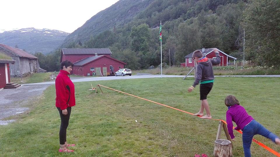 Jugando en el Seim Camping en Roldal, Noruega.