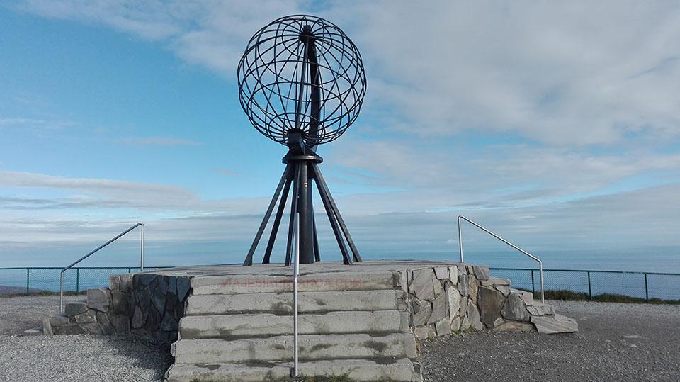 La bola del mundo en Cabo Norte, Noruega.