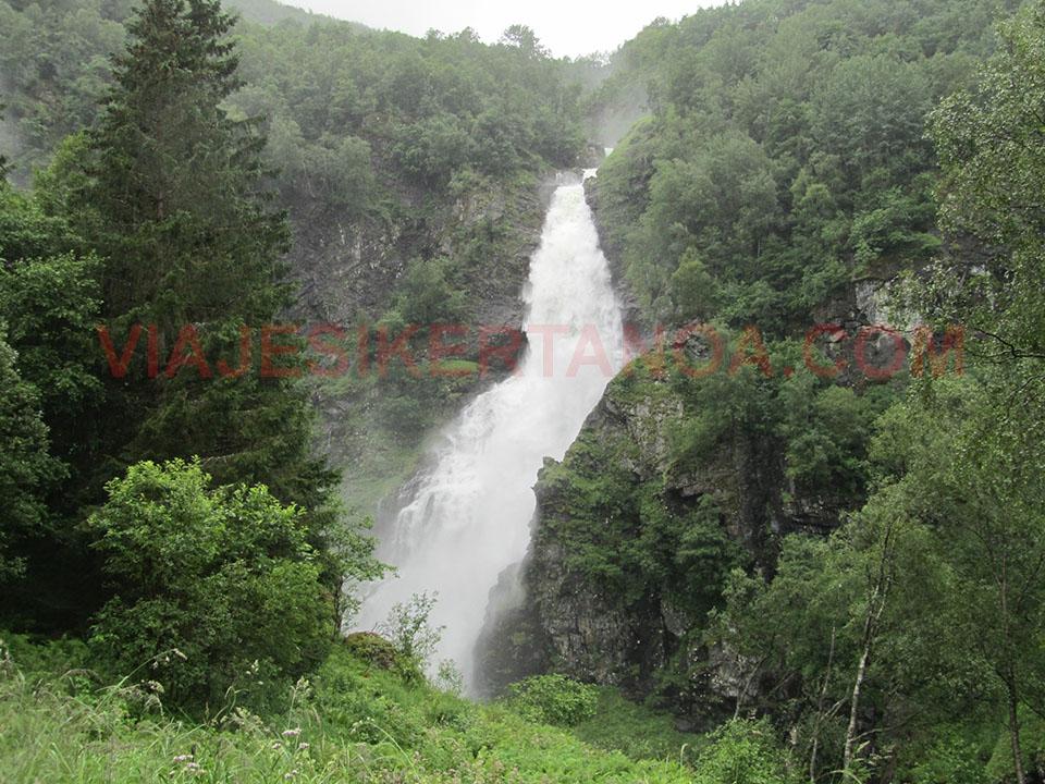 La cascada de Stalheimfossen en Noruega.