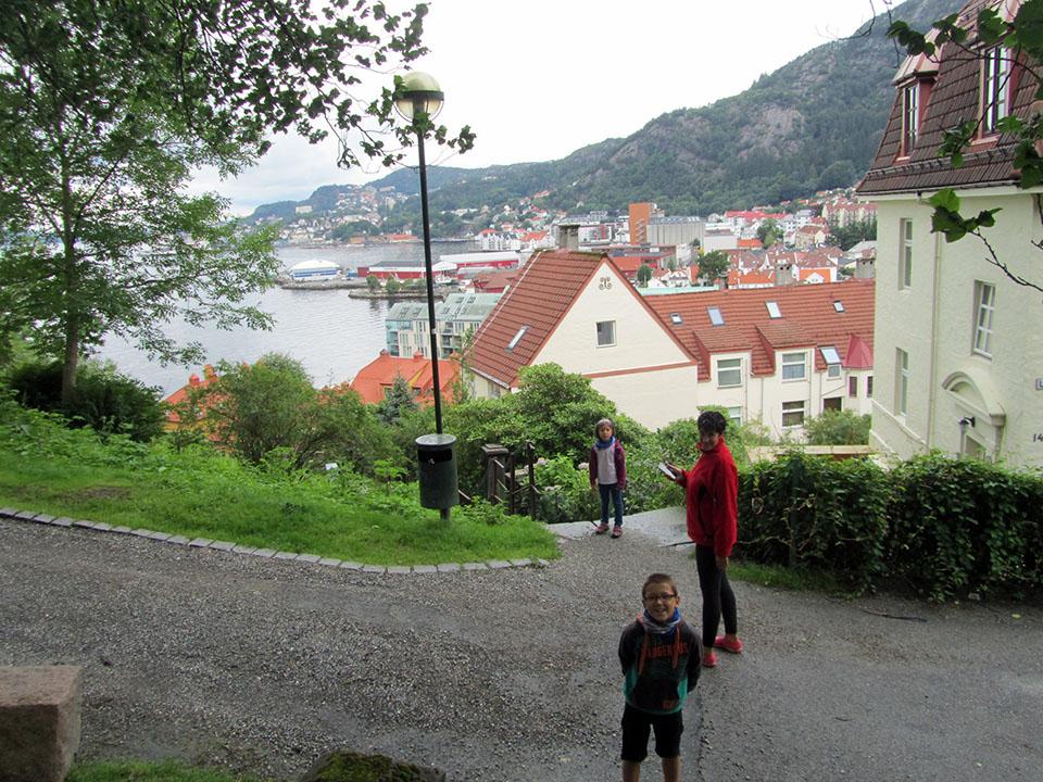 La ciudad de Bergen en Noruega desde una de las colinas.
