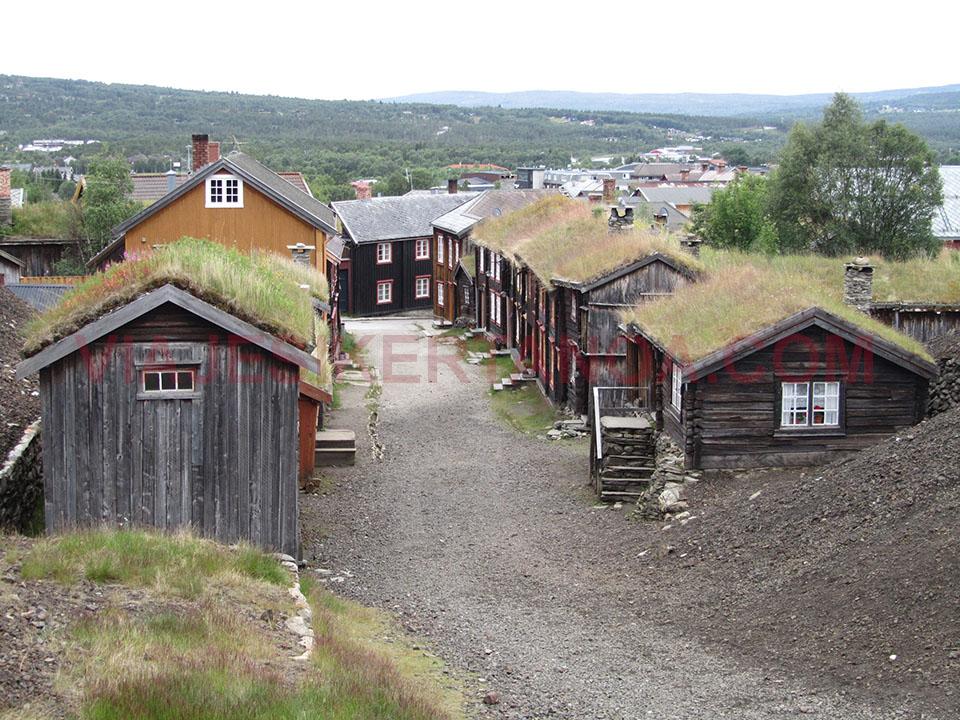 Las antiguas casas de los mineros en Roros en Noruega.