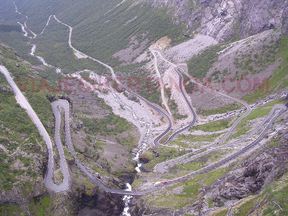 Las curvas de la carretera del Troll (Trollstigen) en Noruega.
