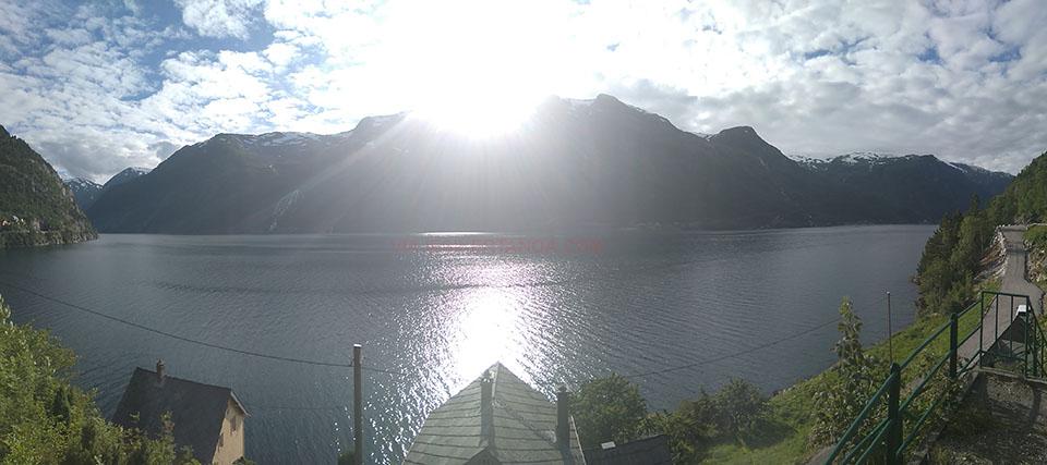 Panorámica del fiordo Sorfjorden en Noruega.
