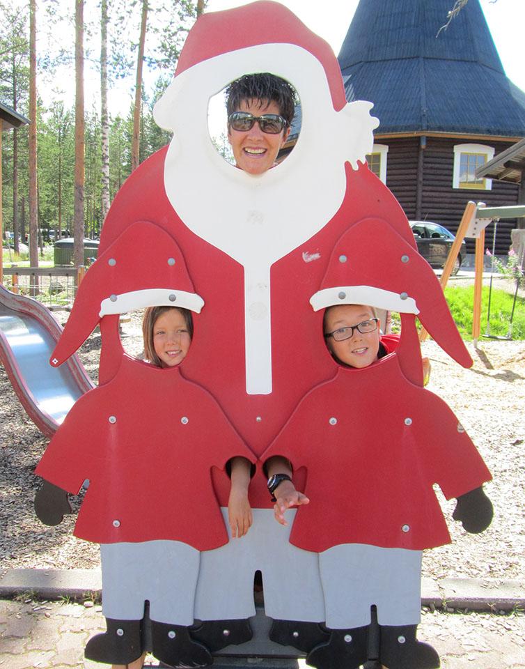 Pap Noel y los papa noelitos en Rovaniemi, Finlandia.