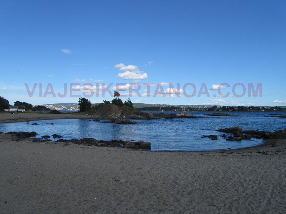 La playa en la península de Bydoy en Oslo, Noruega.