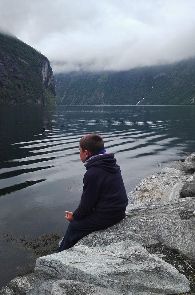 Disfrutando del maravilloso fiordo Geiranger en Noruega.