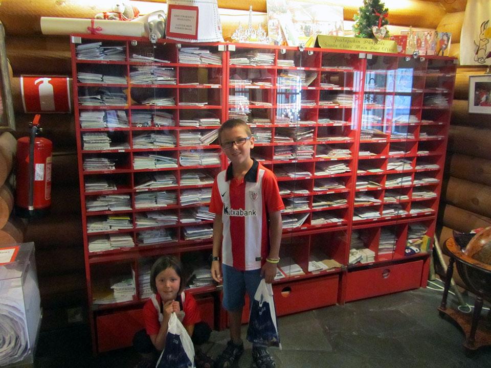 La oficina de correos con las cartas que recibe Pap Noel en su casa en Rovaniemi, Finlandia.