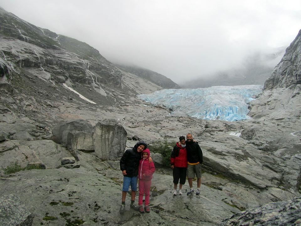Todos juntos en el glaciar Nigardsbreen en Noruega.