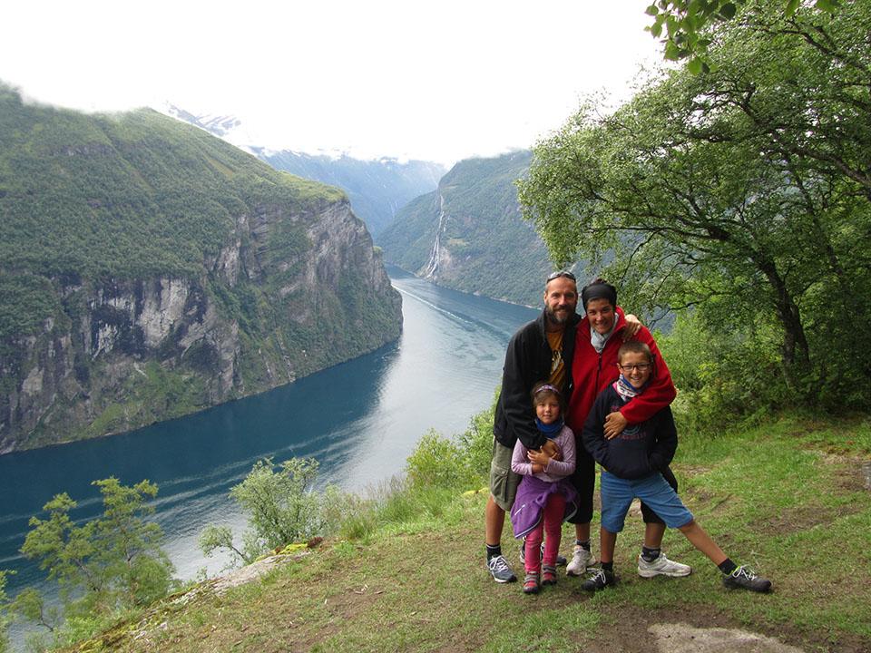 La parte oculta del mirador de Ornesvingen en el fiordo Geiranger en Noruega.