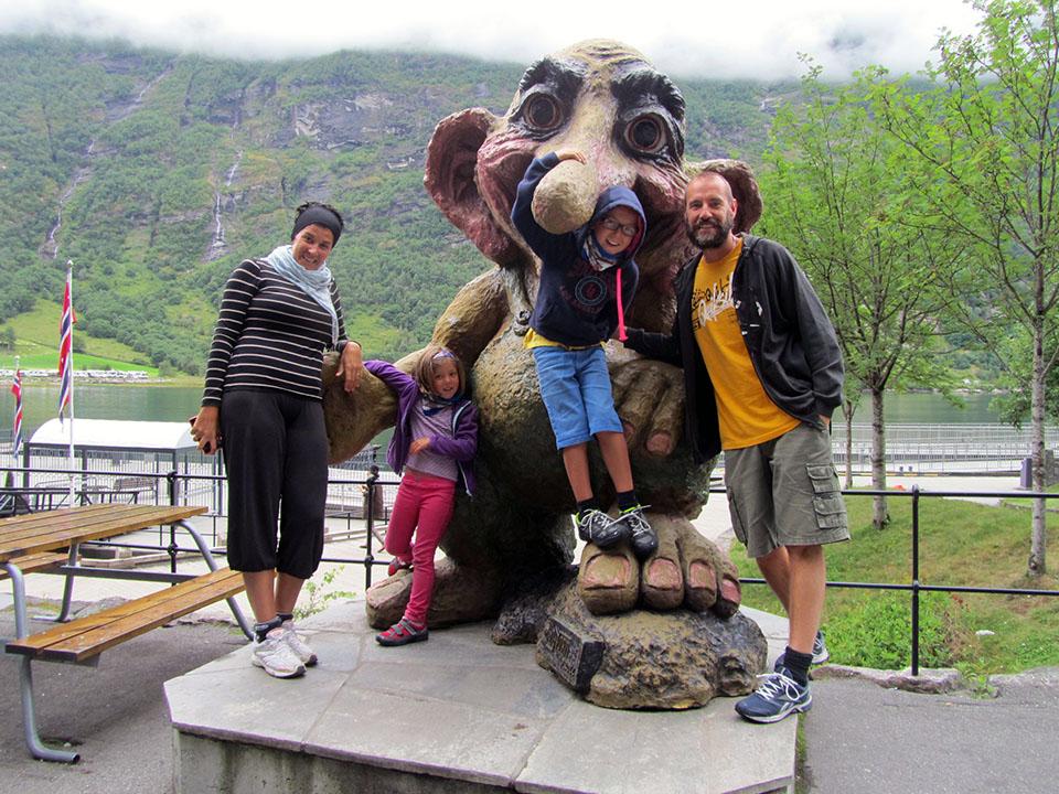Figura de un troll en el pueblo de Geiranger en Noruega.