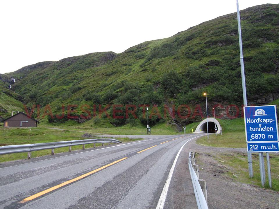 El túnel para acceder a la isla de Mageroya donde se sitúa Cabo Norte en Noruega.
