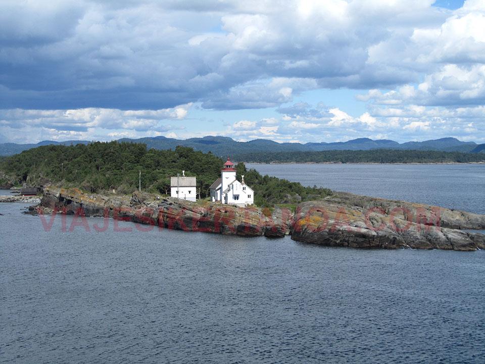 Vistas de Langesund, Noruega, desde el barco.