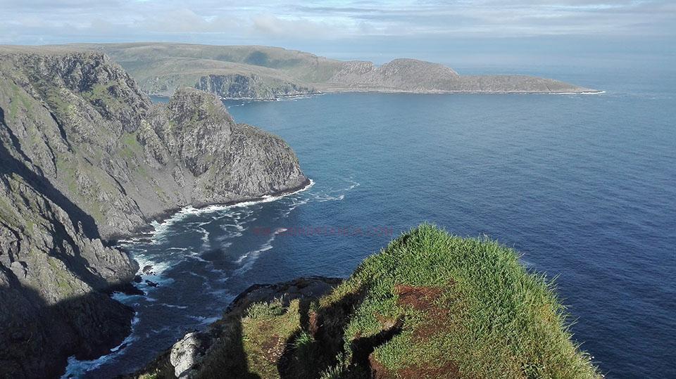 Vistas de los acantilados en Cabo Norte en Noruega.