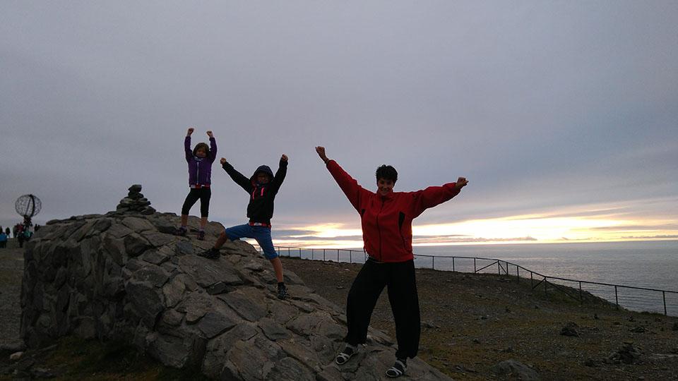 El sol de medianoche desde Cabo Norte en Noruega.